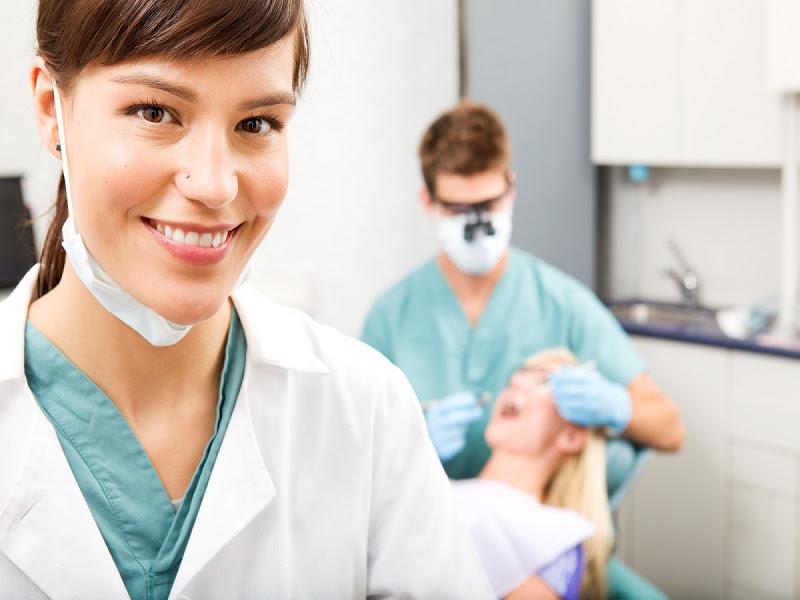 Dentistas que responden a sus preguntas